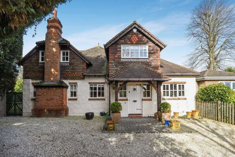 6 Bedrooms Detached House for sale in Hawthorne Road BR1
