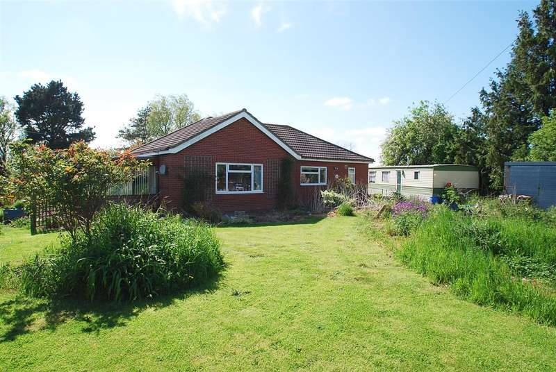 2 Bedrooms Bungalow for sale in The Follies, Dicken Hill Road, Friskney