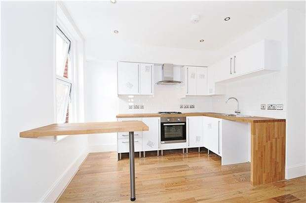 2 Bedrooms Flat for sale in Shrubbery Road, LONDON, SW16