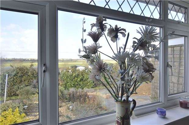 2 Bedrooms Detached Bungalow for sale in Dock Lane, Bredon, Tewkesbury, Gloucestershire, GL20 7LG
