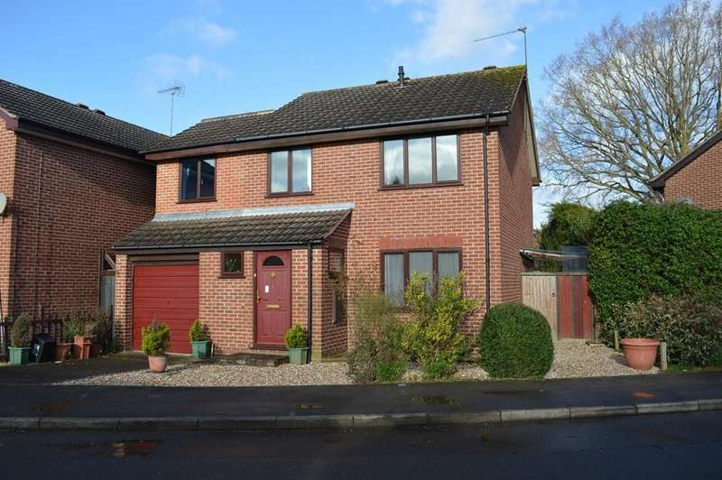 4 Bedrooms Detached House for sale in Culloden Way, Woosehill, Wokingham, Berkshire, RG41 3UN