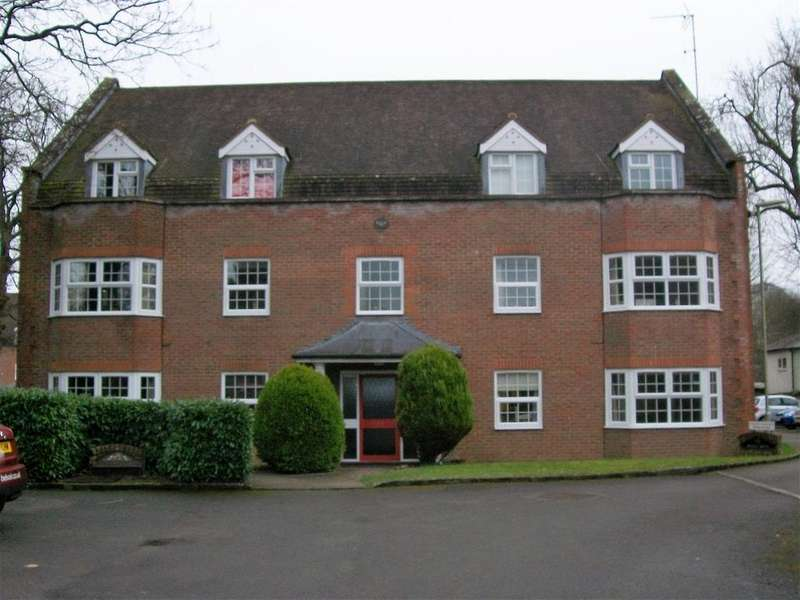 2 Bedrooms Apartment Flat for sale in York Mews, Alton
