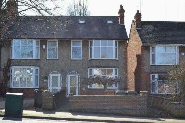 4 Bedrooms End Of Terrace House for sale in Kingsley Road, Kingsley, Northampton NN2 7BT