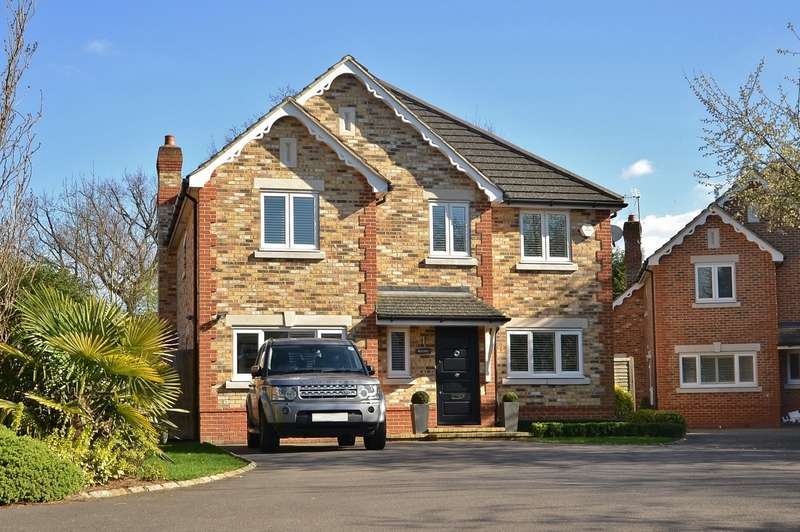 4 Bedrooms Detached House for sale in Hinchley Wood