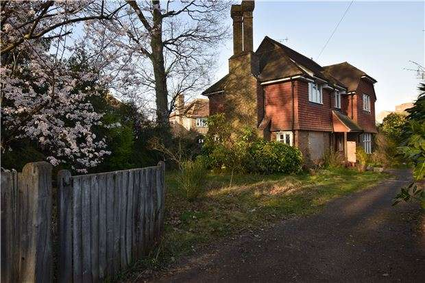 3 Bedrooms Detached House for sale in Westcourt Drive, BEXHILL-ON-SEA, East Sussex, TN39 3NA