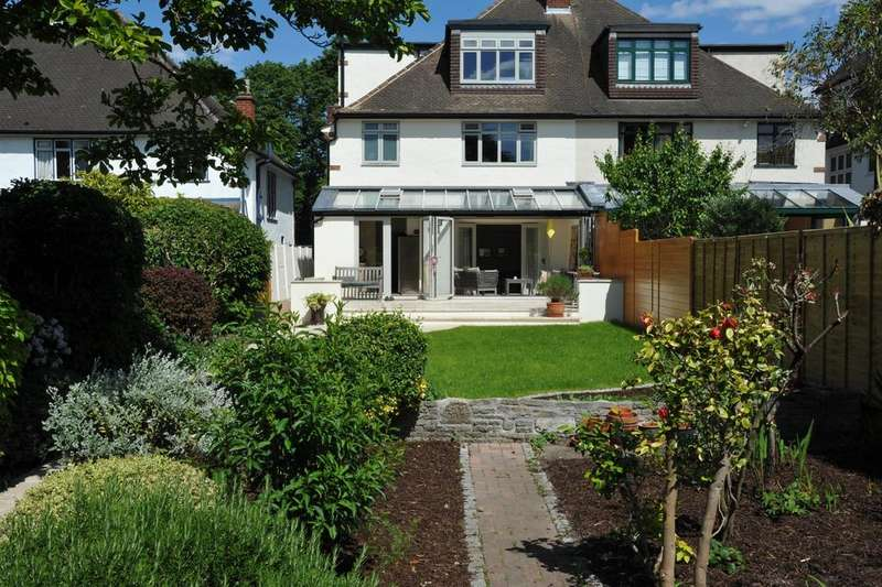 4 Bedrooms Semi Detached House for sale in Kidbrooke Park Road London SE3