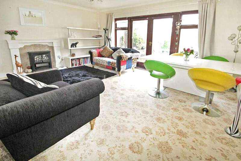 3 Bedrooms Semi Detached House for sale in Birch Close, Mawney's, Romford