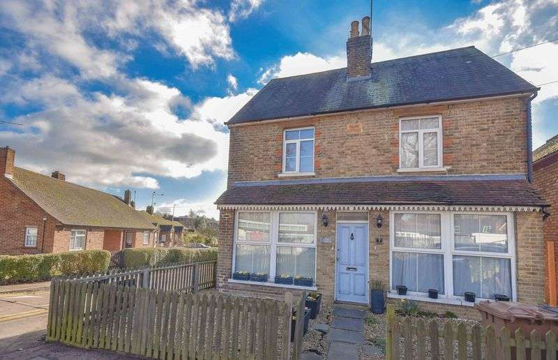 2 Bedrooms Semi Detached House for sale in Bowling Road, Ware
