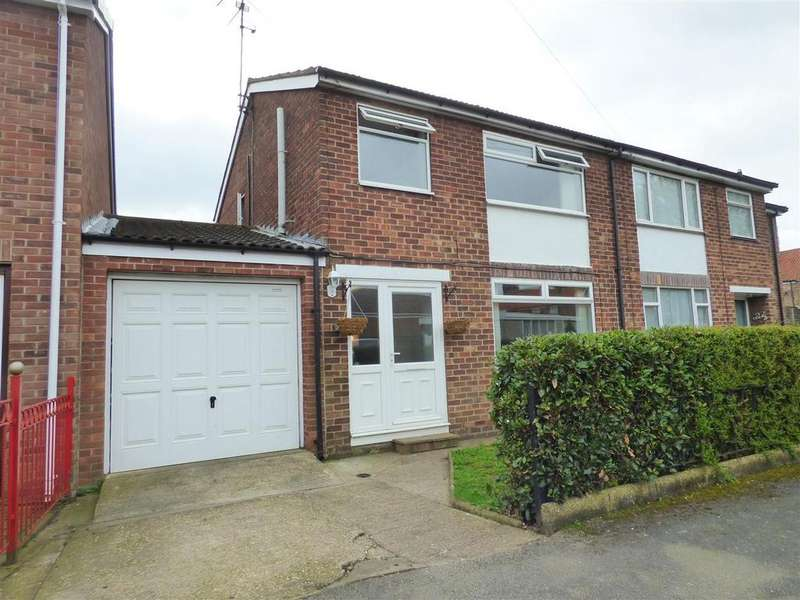 3 Bedrooms Semi Detached House for sale in 25 Lyndhurst Close, Beverley, East Yorkshire, HU17 0QG