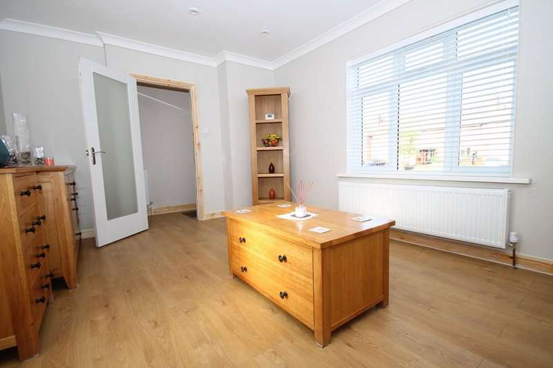 3 Bedrooms Terraced House for sale in Tower Road, Lancing, BN15