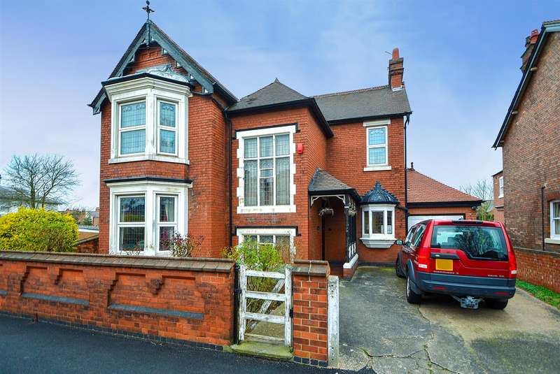 4 Bedrooms Detached House for sale in Trowell Grove, Long Eaton