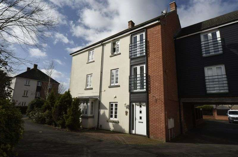 4 Bedrooms Semi Detached House for sale in Barrington Drive, Basingstoke