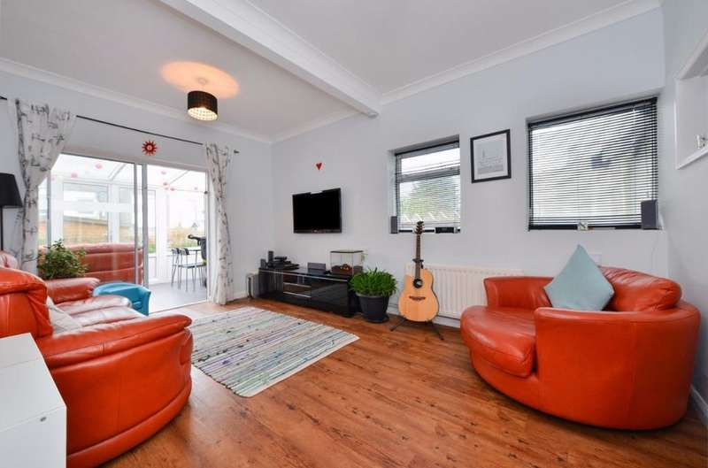 3 Bedrooms Flat for sale in St Aubyns Road Portslade East Sussex BN41
