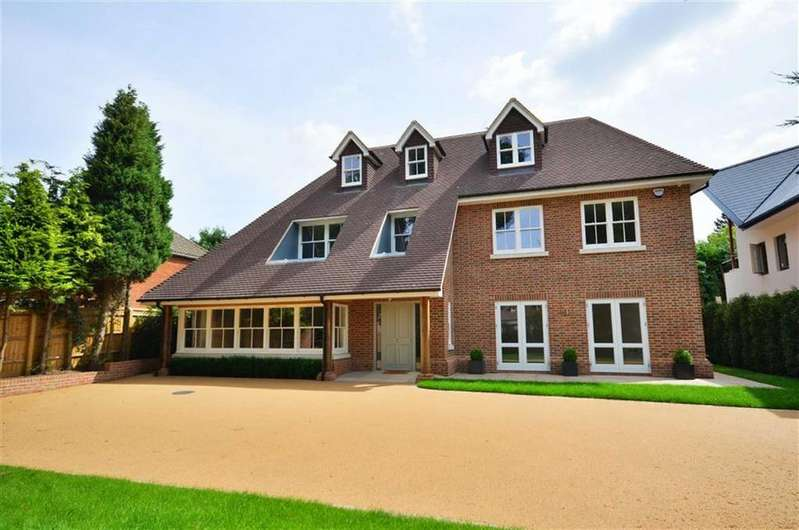 5 Bedrooms Detached House for sale in Green Lane, Oxhey, Hertfordshire