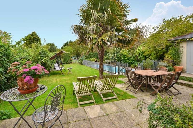4 Bedrooms Detached House for sale in Surrenden Crescent Brighton East Sussex BN1