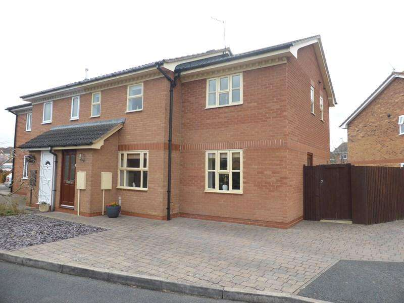 3 Bedrooms Semi Detached House for sale in Columbine Grove, Evesham