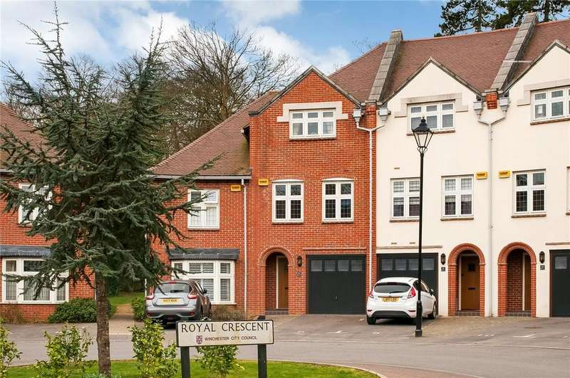 4 Bedrooms Terraced House for sale in Royal Crescent, Winchester, Hampshire, SO22