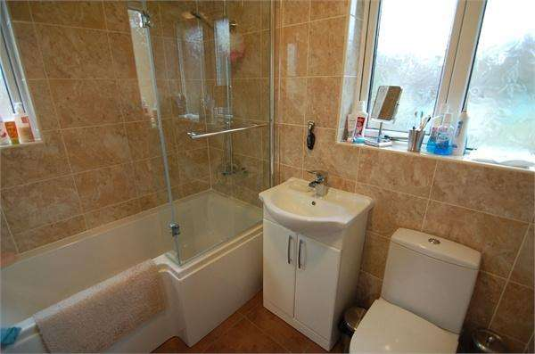 3 Bedrooms Semi Detached House for sale in Doncaster Road, Ardsley, South Yorkshire