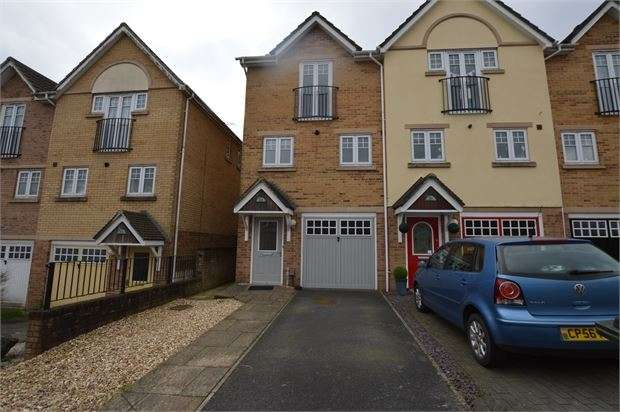 2 Bedrooms End Of Terrace House for sale in Hamilton Drive, Newton Abbot, Devon. TQ12 2TL