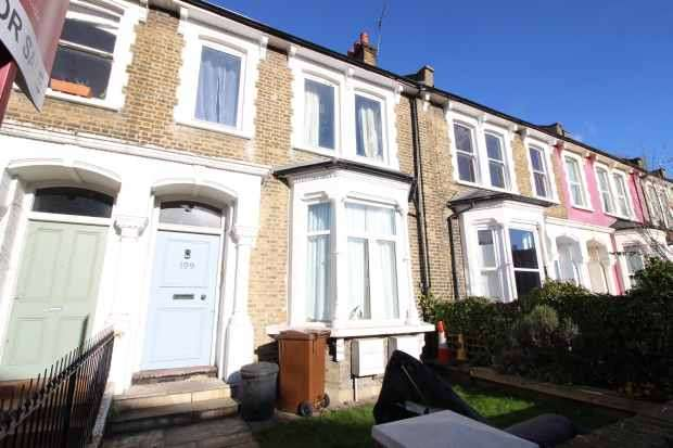 3 Bedrooms Flat for sale in Brooke Road, London, Greater London, E5 8AB