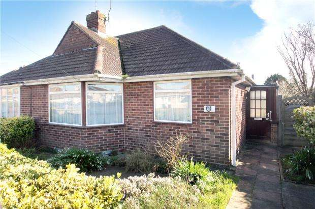 2 Bedrooms Semi Detached Bungalow for sale in Courtwick Road, Littlehampton, BN17