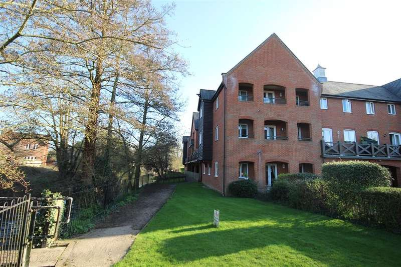 2 Bedrooms Apartment Flat for sale in Weir Pool Court, Silk Lane, Twyford, RG10