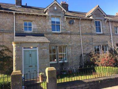 2 Bedrooms Terraced House for sale in Royal Albert Cottages, Ashton Road, Lancaster, LA1