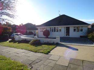 4 Bedrooms Bungalow for sale in Lustrells Vale, Saltdean, Brighton, East Sussex