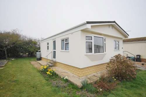 2 Bedrooms Detached House for sale in Cerne Villa Park, Weymouth