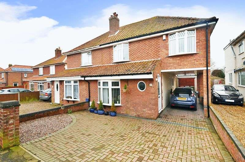 4 Bedrooms Semi Detached House for sale in Sprowston, Norwich