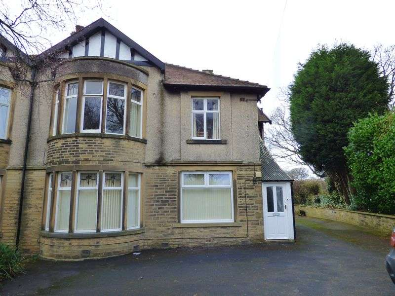 2 Bedrooms Flat for sale in Wakefield road, Halifax