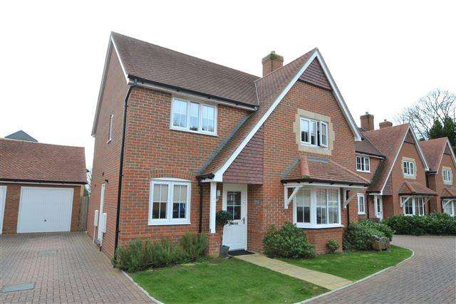 4 Bedrooms Detached House for sale in Austen Gate, Worthing, West Sussex, BN14 9FE