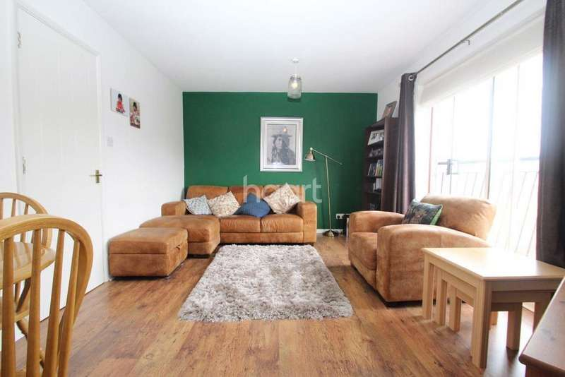 2 Bedrooms Flat for sale in Coal Court, Grays, RM17