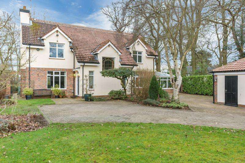 4 Bedrooms Detached House for sale in Middle Drive, Woolsington, Newcastle upon Tyne