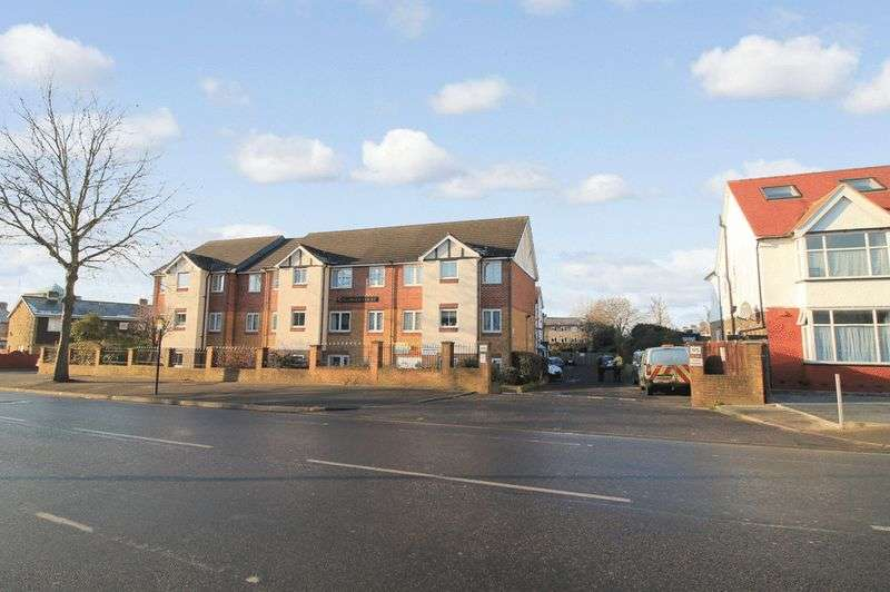 2 Bedrooms Retirement Property for sale in Kingswood Court, Chingford, E4 8LL