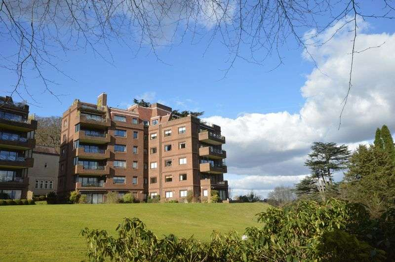 2 Bedrooms Flat for sale in Lythe Hill Park, Haslemere