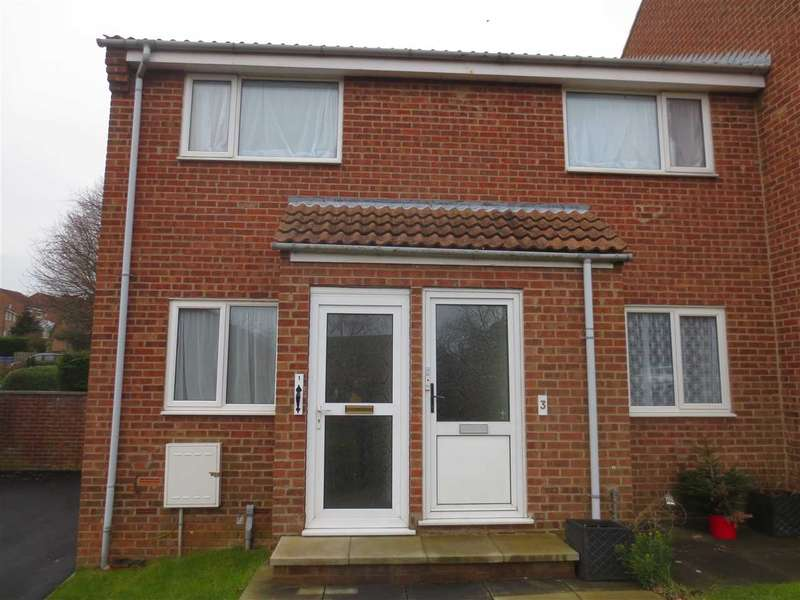 2 Bedrooms Apartment Flat for sale in Caburn Close, Woodlands Vale, Scarborough