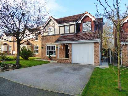 4 Bedrooms Detached House for sale in Gritstone Drive, Macclesfield, Cheshire