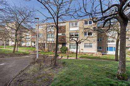 2 Bedrooms Flat for sale in Burnblea Gardens, Hamilton
