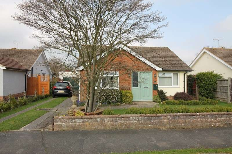 2 Bedrooms Detached Bungalow for sale in Buckingham Road, Petersfield