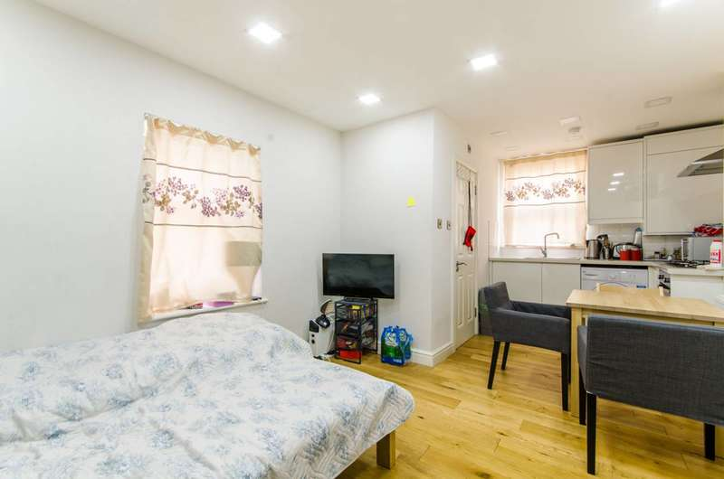 Studio Flat for sale in West Green Road, Turnpike Lane, N15