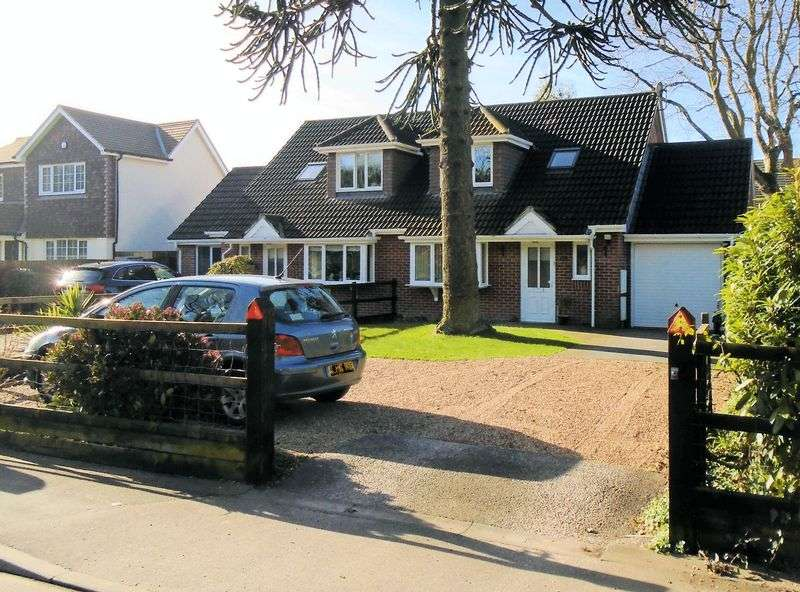 3 Bedrooms Semi Detached House for sale in Segensworth Road, Fareham