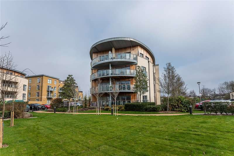2 Bedrooms Flat for sale in Braham Court, Blagrove Road, Teddington, TW11
