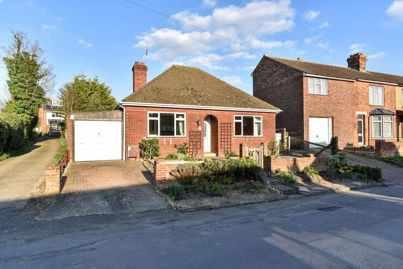 2 Bedrooms Detached Bungalow for sale in Mackenders Lane, Eccles