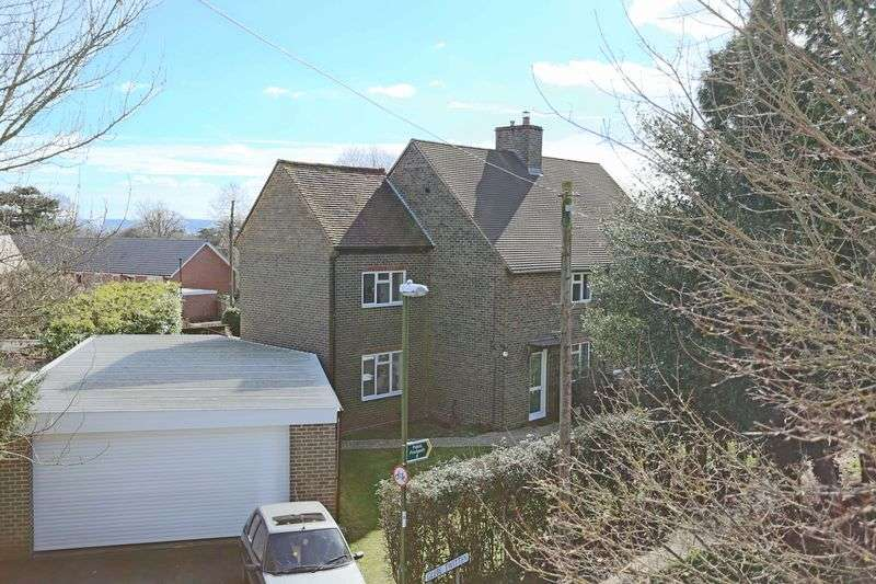 3 Bedrooms Semi Detached House for sale in Glebe Twitten, Cuckfield