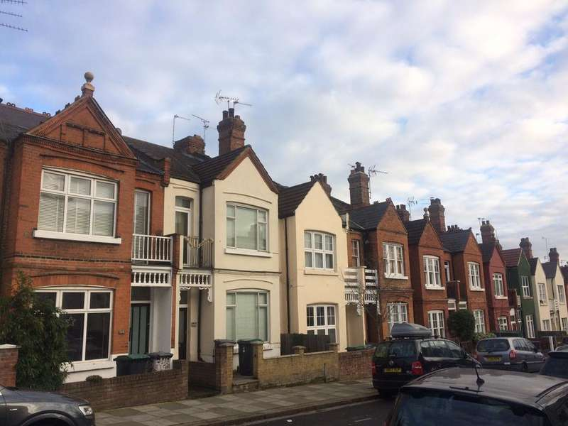 3 Bedrooms Flat for sale in Rathcoole Gardens, London, N8