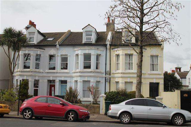 2 Bedrooms Flat for sale in Westbourne Gardens, Hove