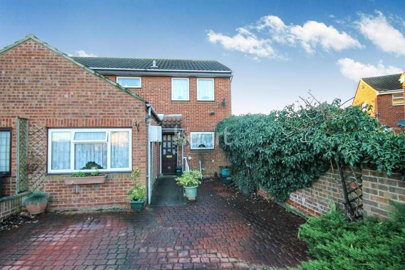 3 Bedrooms Semi Detached House for sale in Chelmer Village