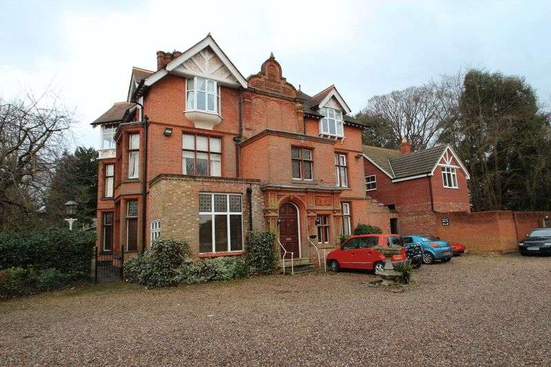 2 Bedrooms Flat for sale in Uplands Court, Brundall