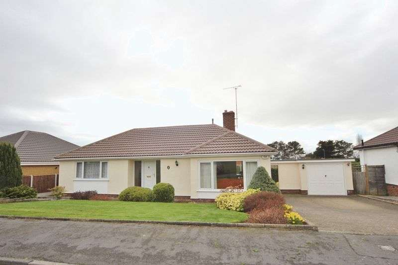 2 Bedrooms Detached Bungalow for sale in Gulls Way, Heswall, Wirral